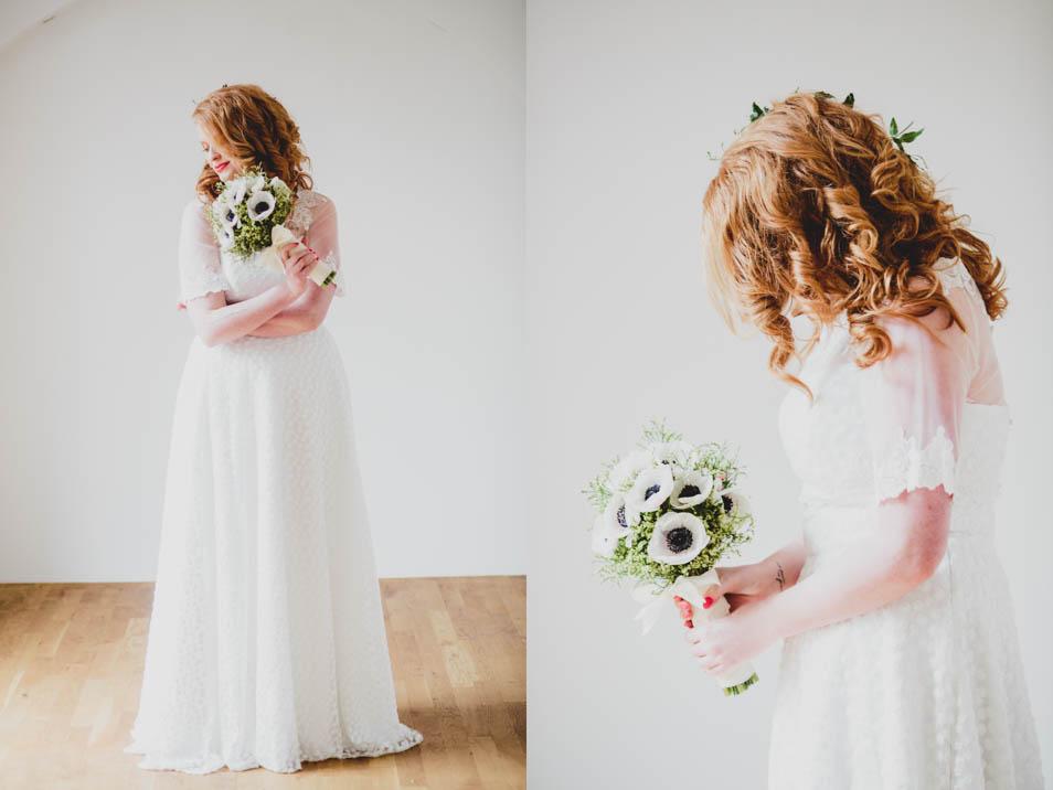 Braut im Sweet Brautkleid mit Blumenstrauß