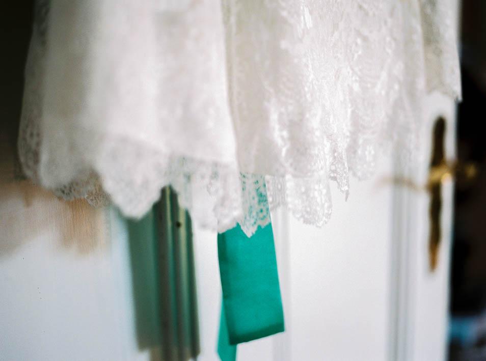 Brautkleidspitze - Details des kurzen Petticoatkleides
