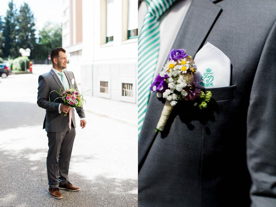 Bräutigam wartet mit Strauß auf die Braut