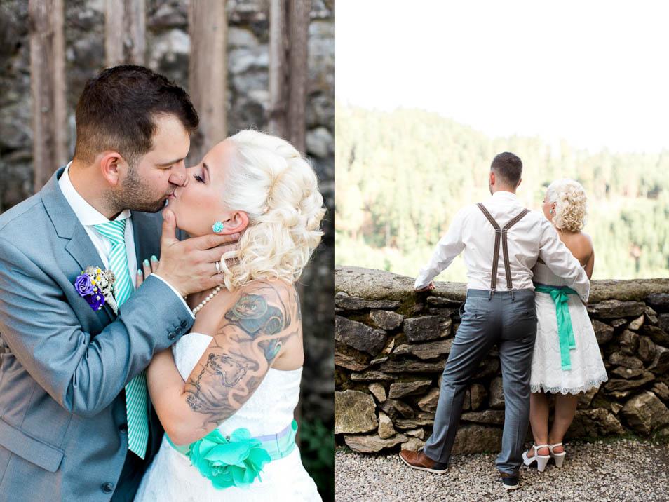 Bräutigam küsst tätowierte Braut