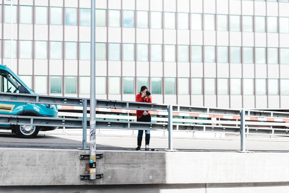 Fotografin hinter der Kamera