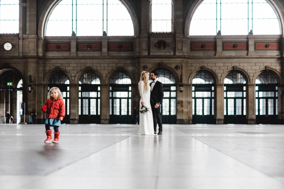 Brautpaar im Züricher Hauptbahnhof