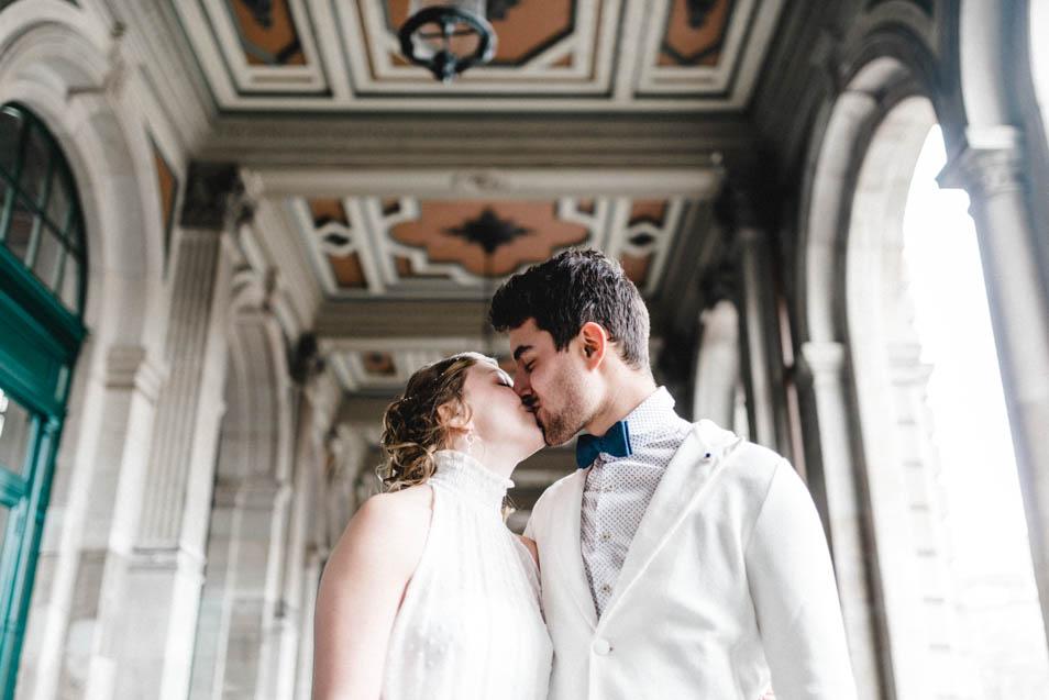knutschendes Brautpaar