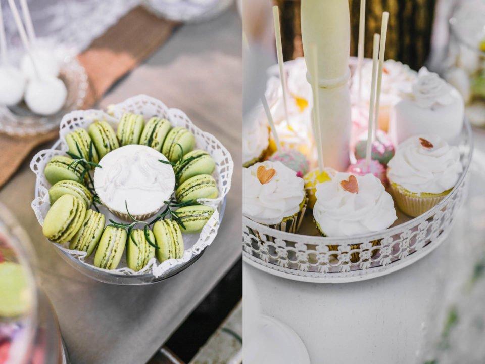 Macarons und kleine Törtchen auf dem Sweet Table