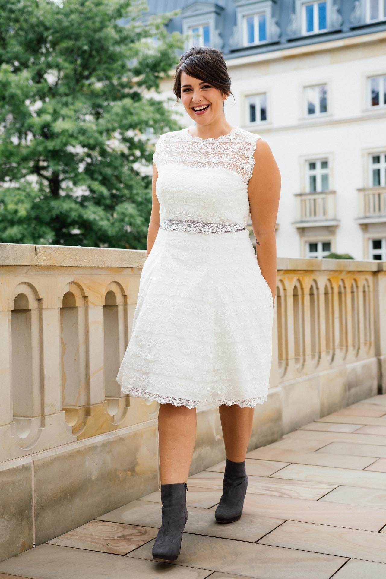 Brautkleider große Größen - moderne Hochzeitskleider in 48 ...