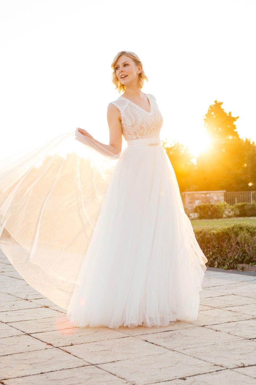 Langes Brautkleid in Nude mit Tüllrock