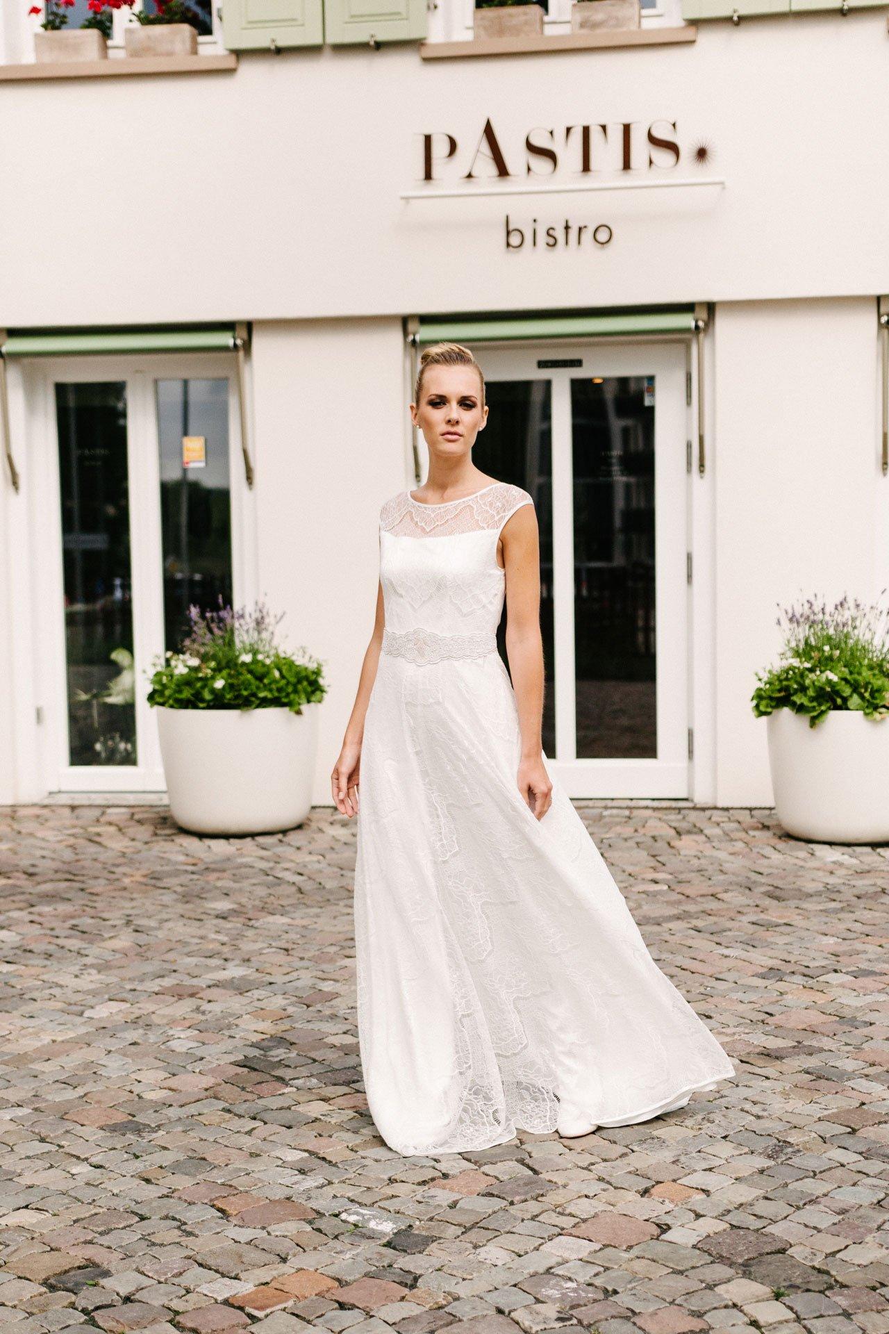 Brautkleid mit Trägern - transparente Spitze