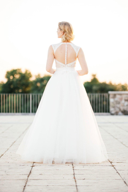Brautkleid Nude mit transparenter Tüllrücken und Tüllrock