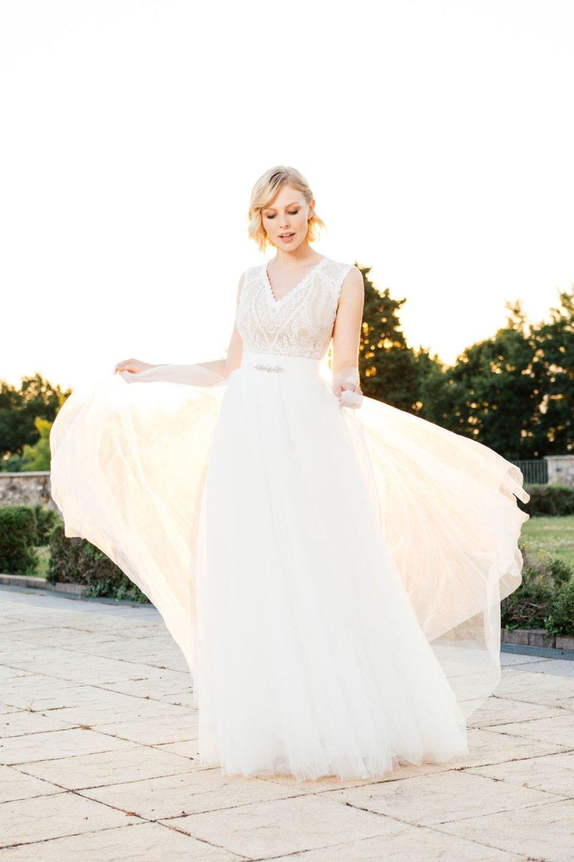 Brautkleid Nude – mit leichtem Tüllrock