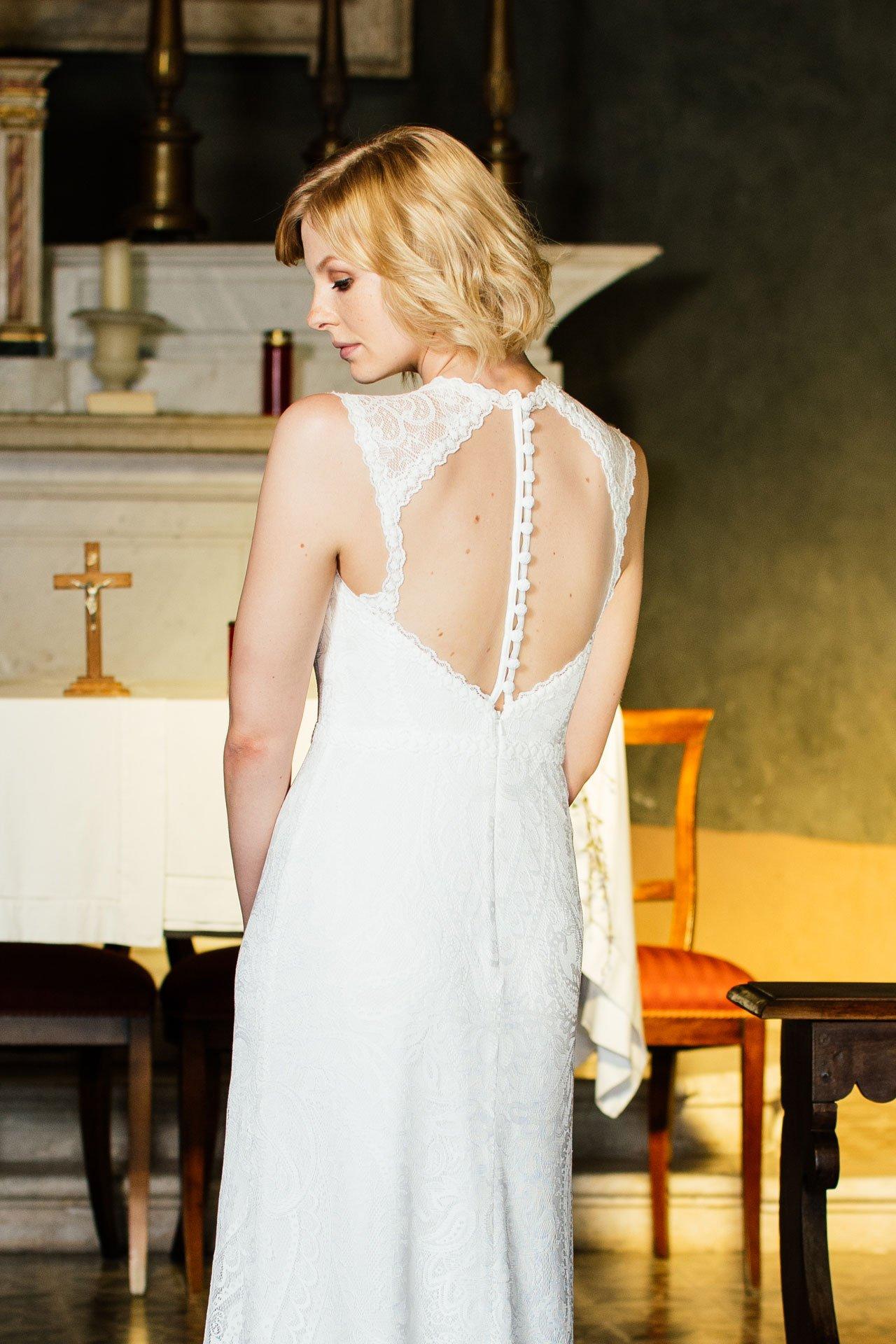 Brautkleid rückenfrei ganz aus der Nähe