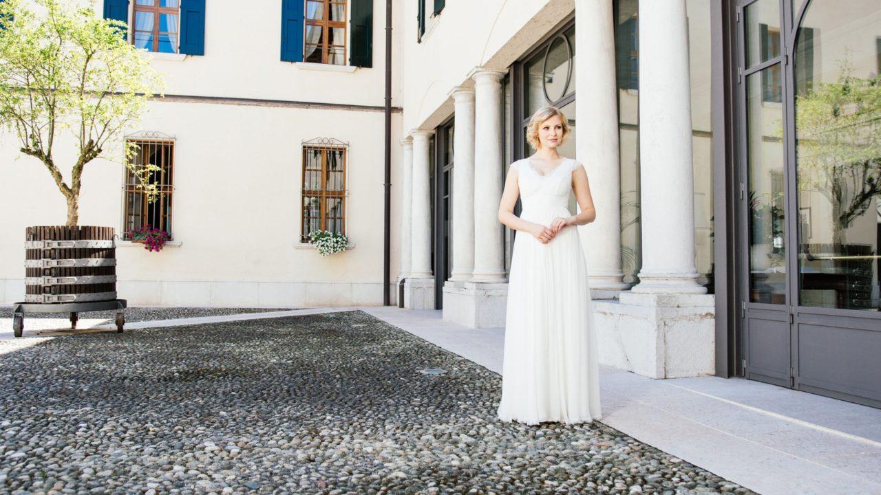 Brautkleid Seide mit V-Ausschnitt fließend