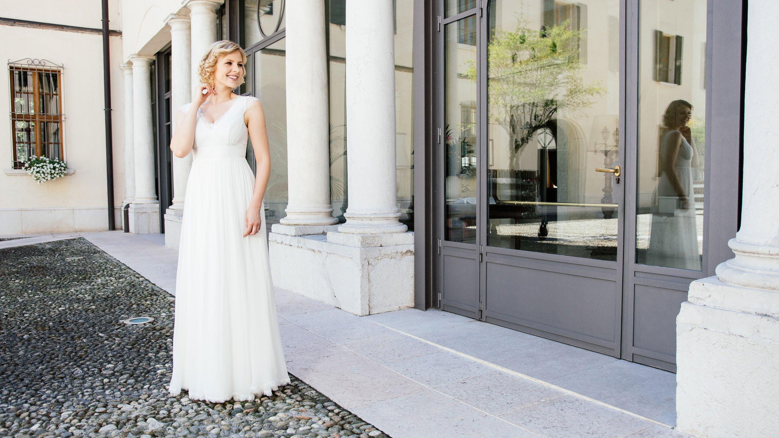 Brautkleid Seide mit V-Ausschnitt