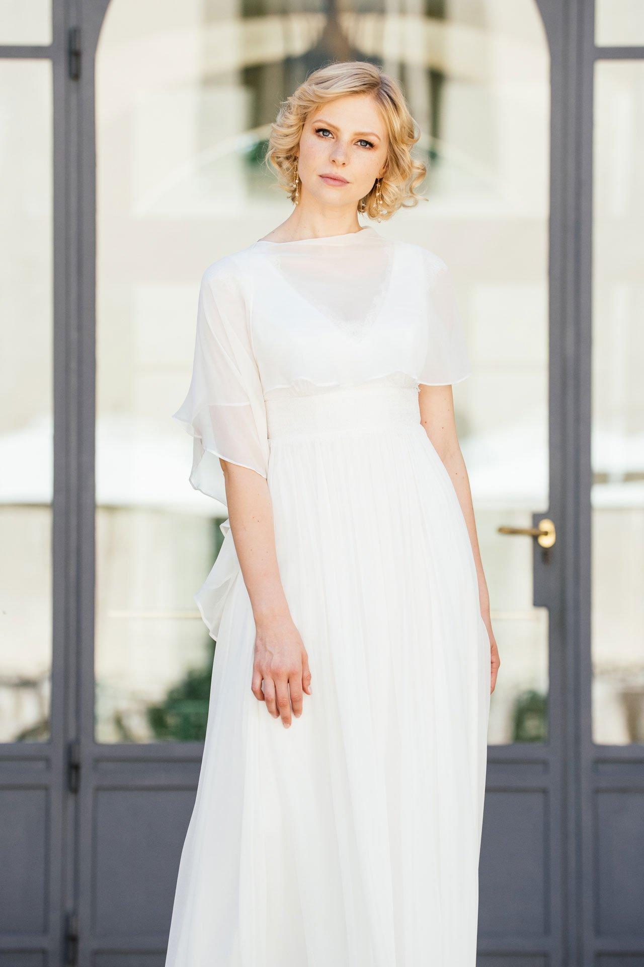 Brautkleid Seide mit V-Ausschnitt mit Seidenstola