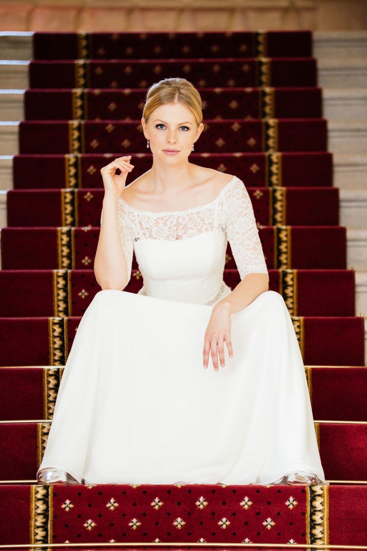 Unser Spitzenkleid Pola könnten wir uns als Brautkleid von Meghan Markle gut vorstellen