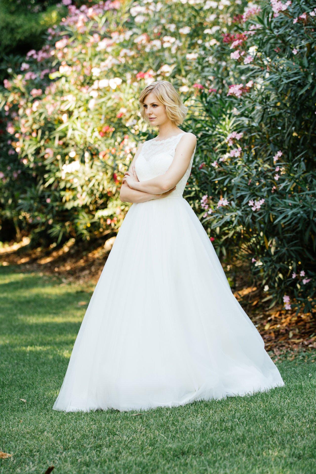 Duchesse Brautkleid mit weitem Tüllrock und Spitzencorage
