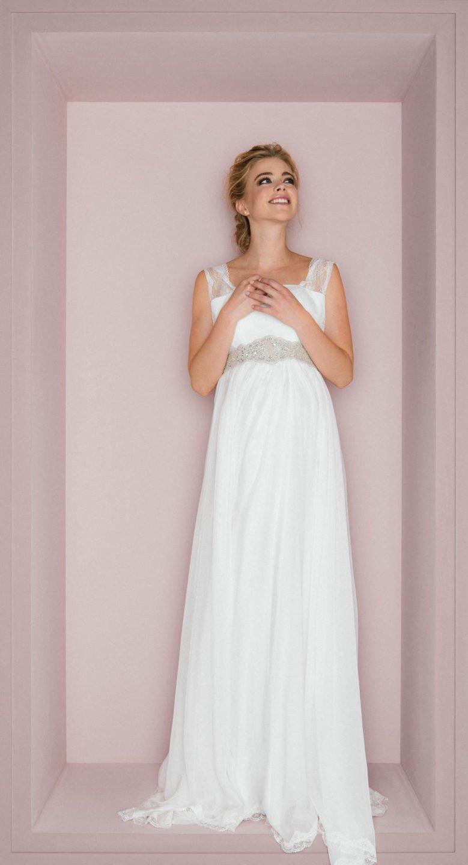 Hochzeitskleid A-Linie bei schwangerer Braut
