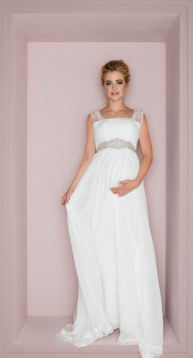 Schwangere im Brautkleid