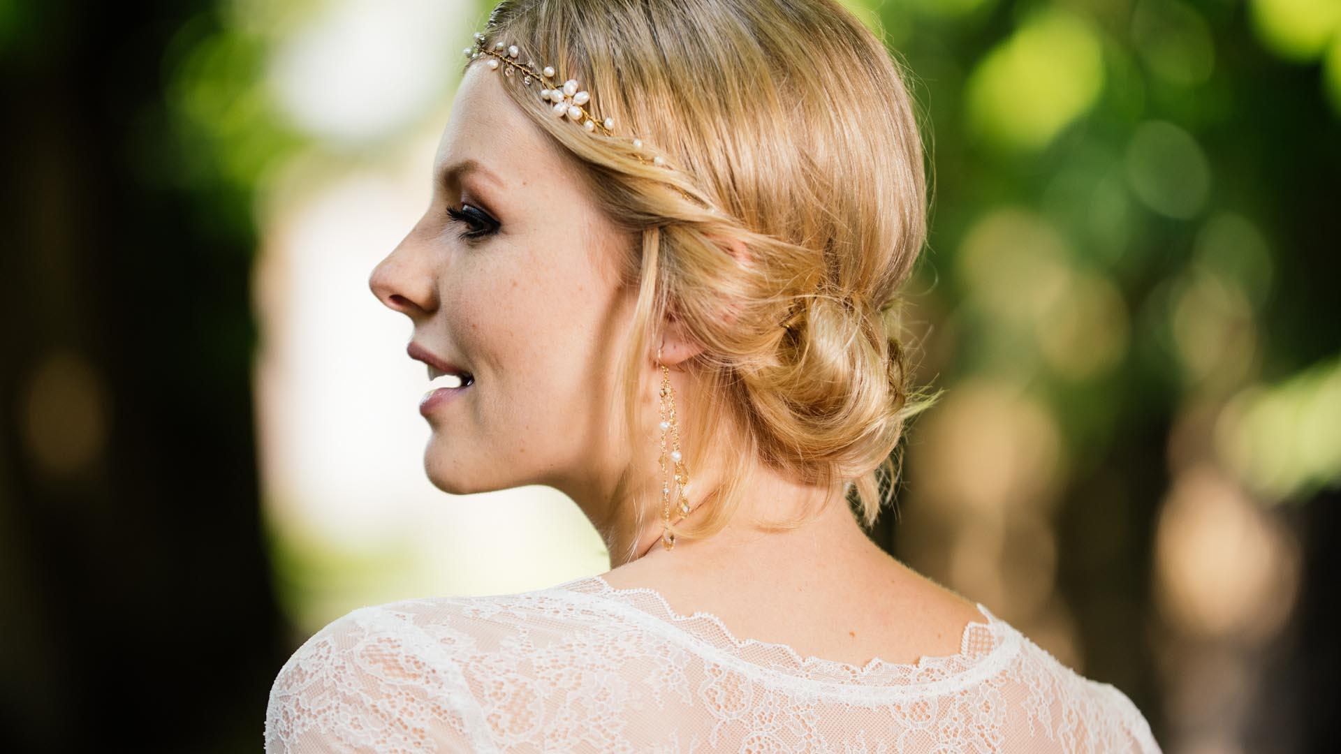 Brautschmuck bei blonder Braut