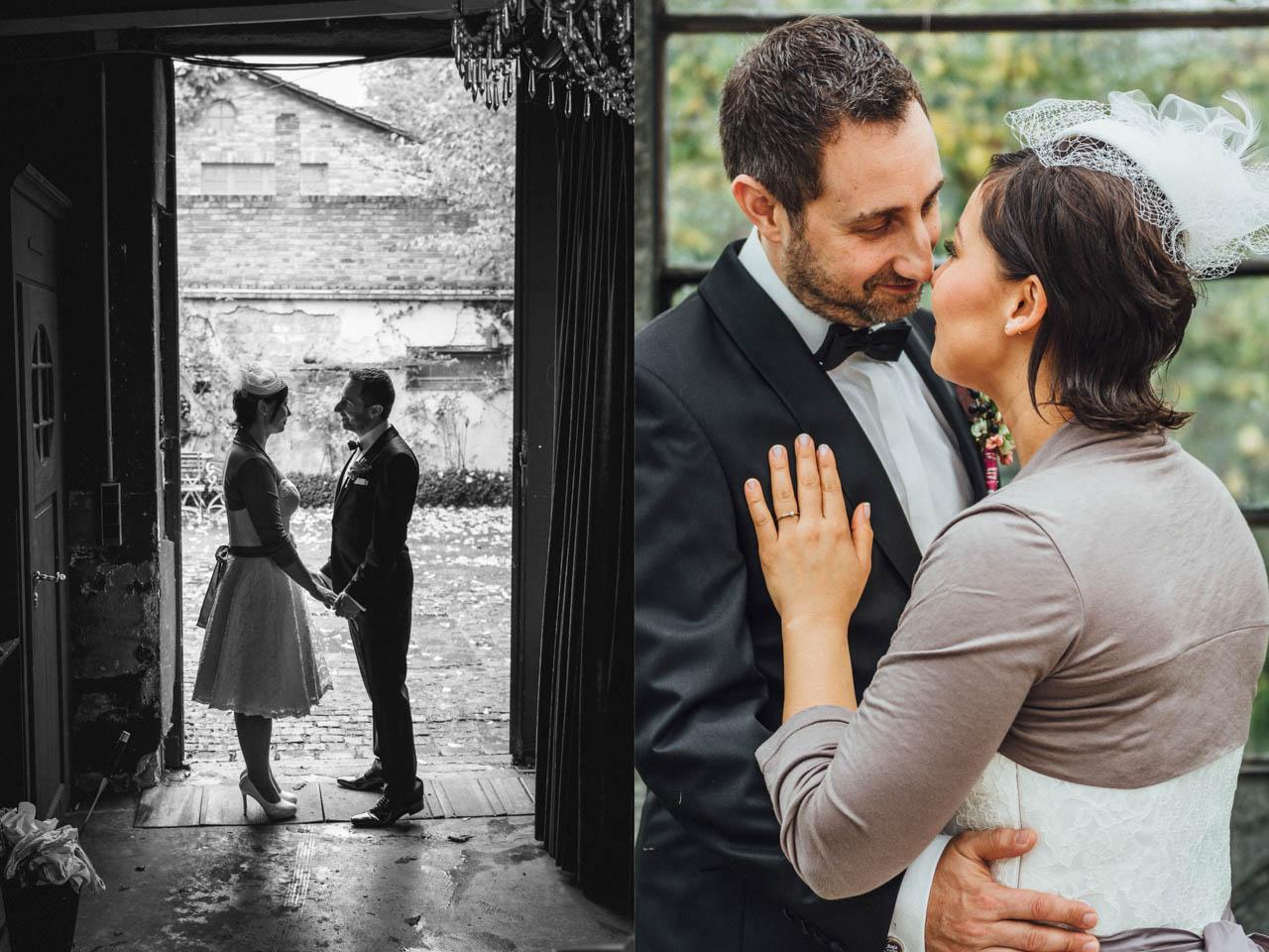 Brautpaar hält Händchen in der alten Gärtnerei