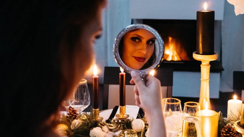 Winterhochzeit – weihnachtliche Inspiration im Spitzenkleid