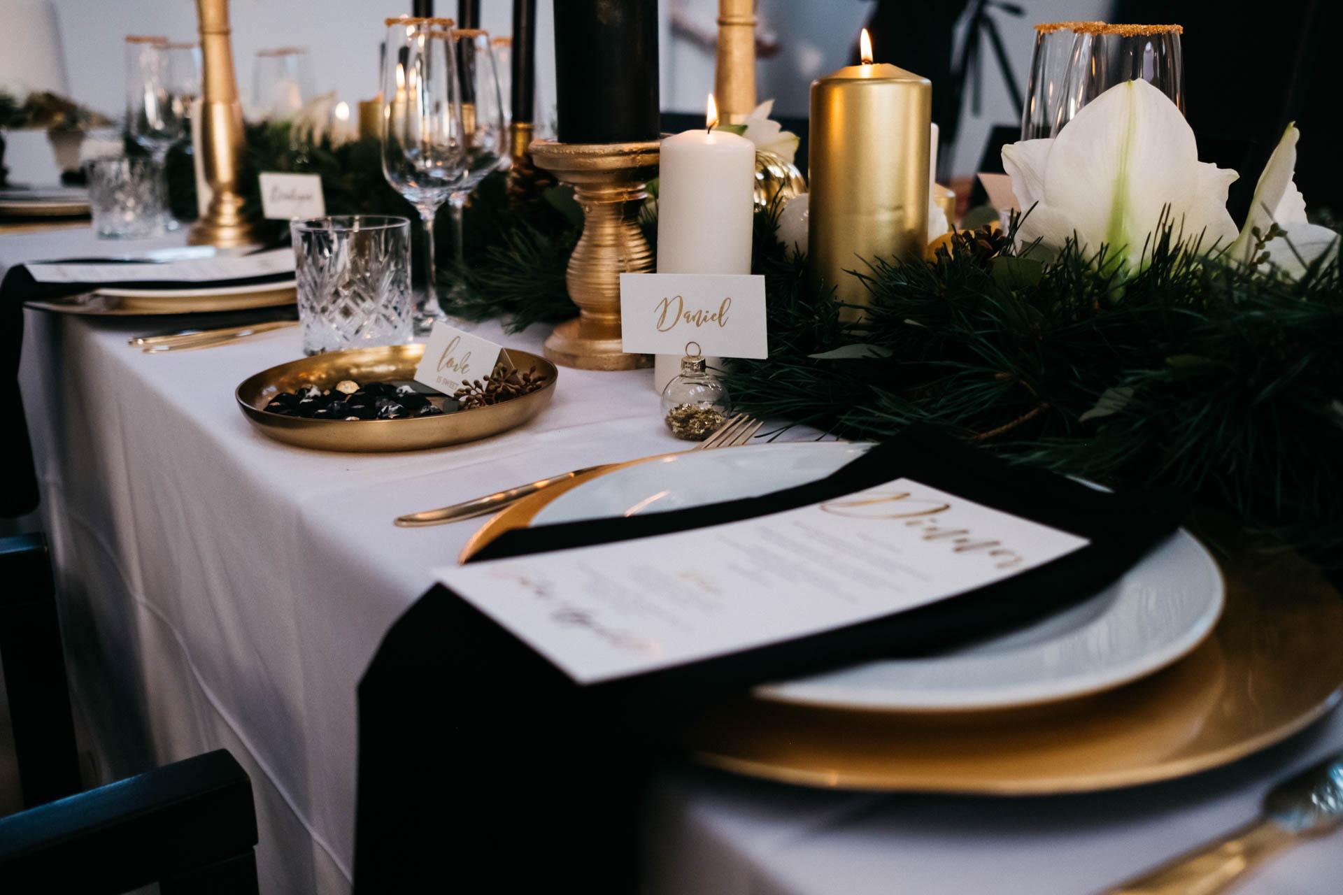 gedeckter Tisch Winterhochzeit