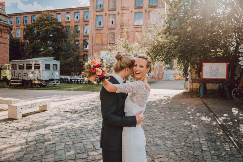 Brautkleid Shabby Chic Fotoshoot auf altem Fabrikgelände
