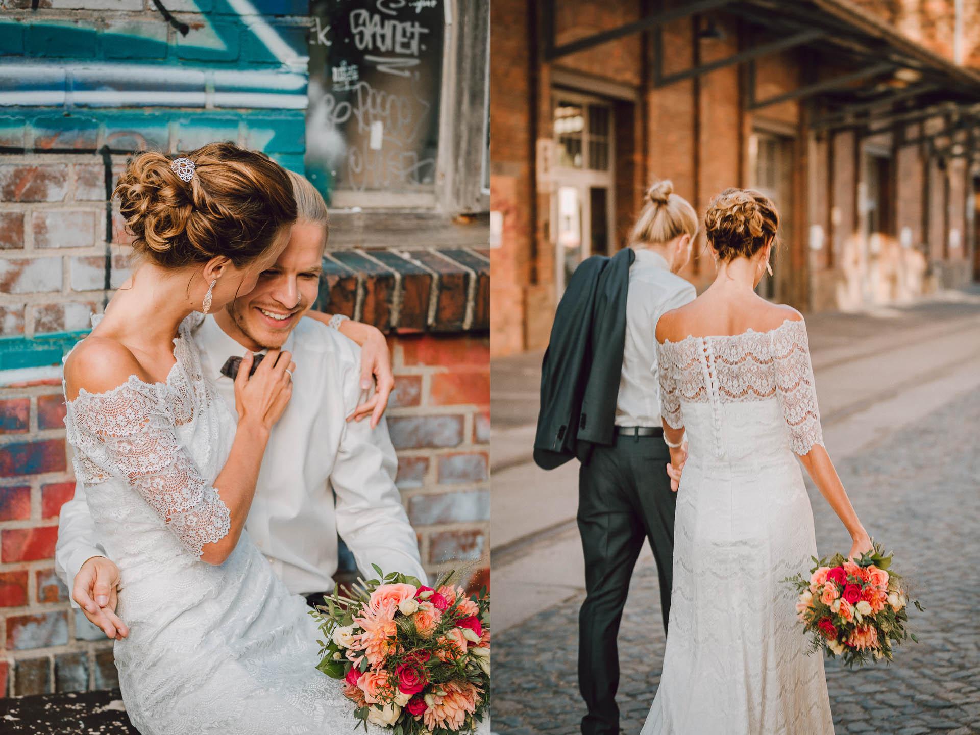 Brautkleid Shabby Chic an Braut, die auf dem Schoß des Bräutigams sitzt