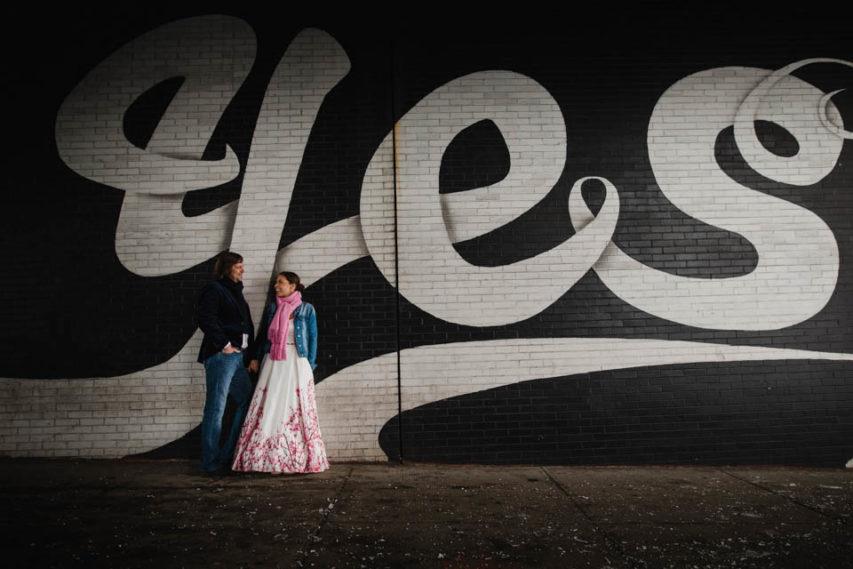 Brautkleid mit Farbe in New York – Hochzeit von Eva und René