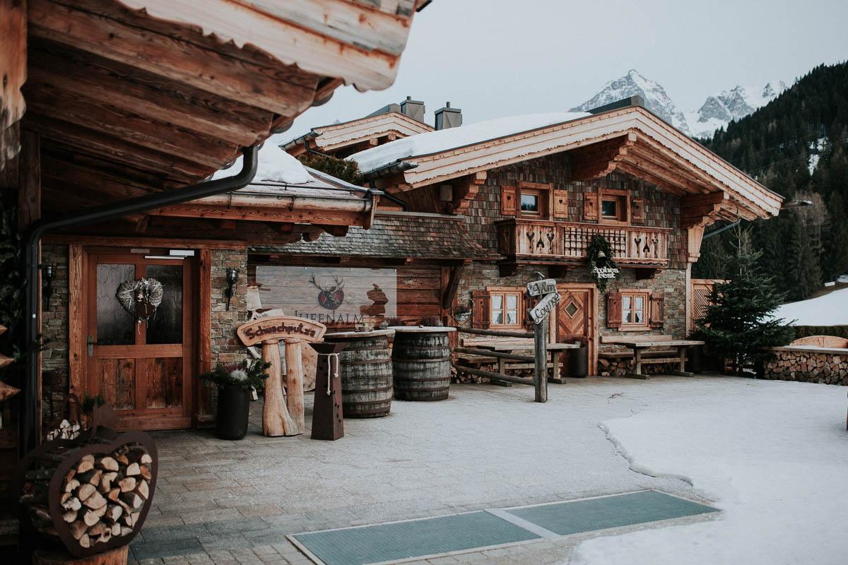 Hochzeit im Schnee auf der Alm