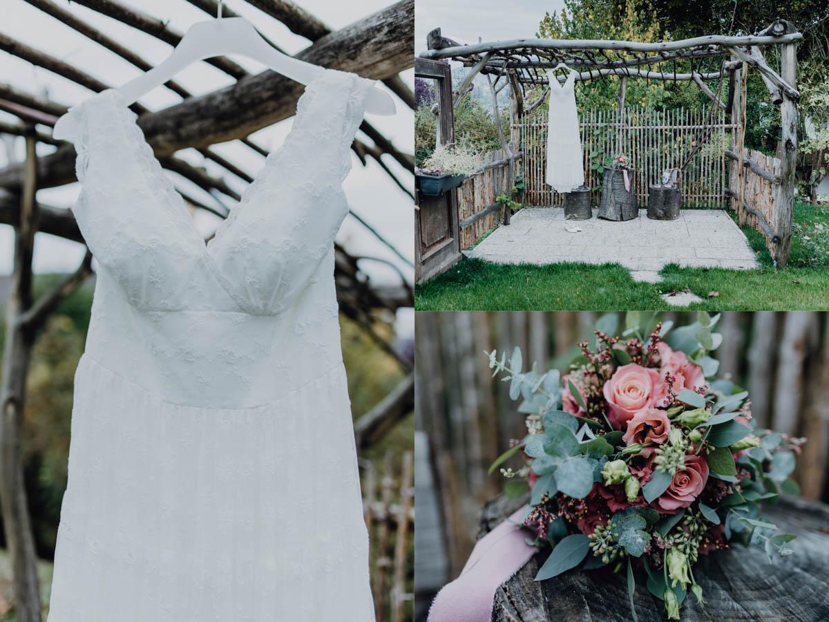 Hippie Hochzeitskleid hängt im Garten