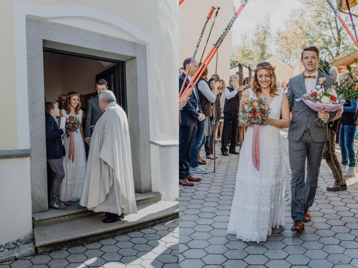 Brautpaar kommt nach kirchlicher Trauung aus der Kirche