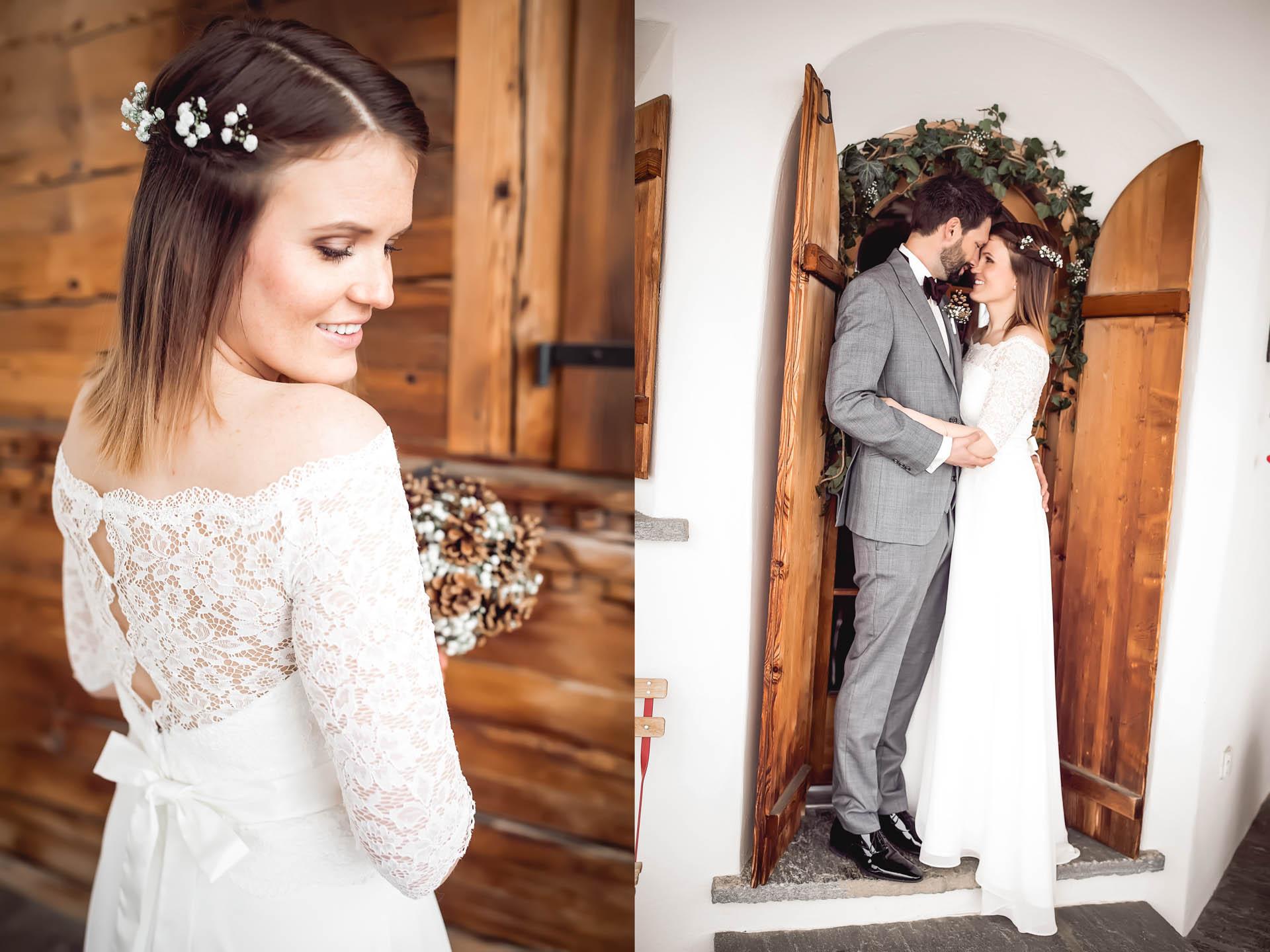 Die Braut zeigt ihren Rückenausschnitt mit Spitze