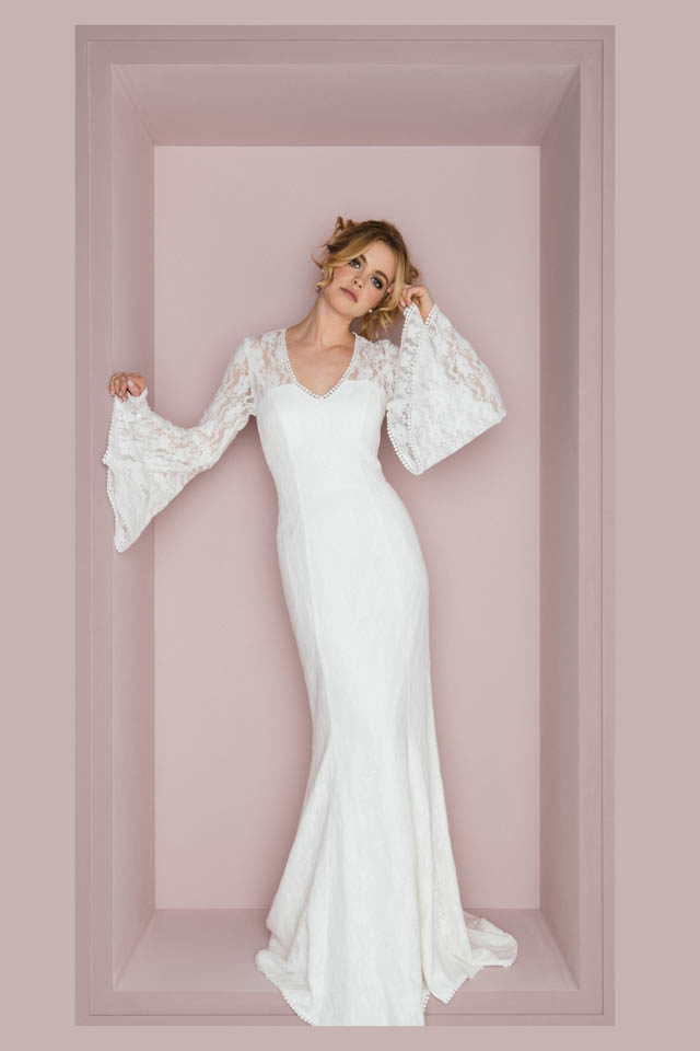 Langarm Brautkleid mit Trompetenärmel für die Boho Diva – Dina