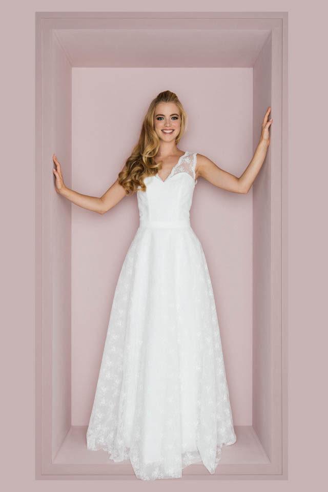 Brautkleid mit V-Ausschnitt & gestickter Spitze – Valerie