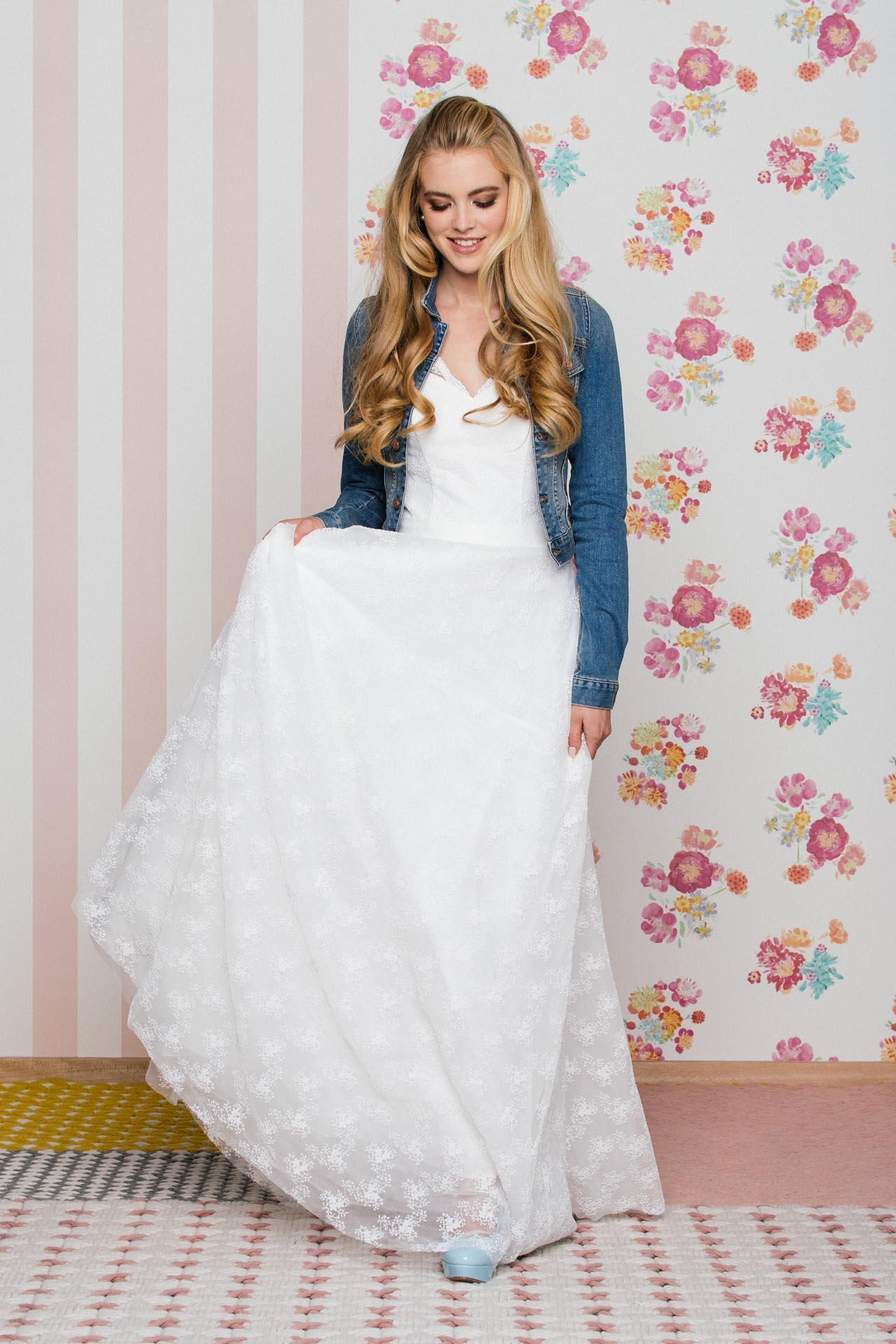Brautkleid mit V-Ausschnitt und gestickter Kügelchen Spitze· küss ...