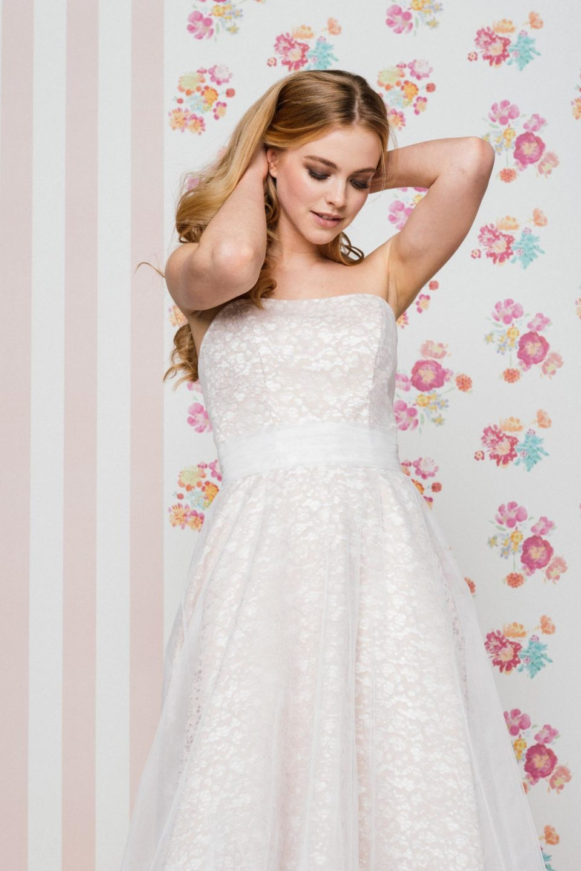 Brautkleid Farbig Corsagenkleid In Tull Mit Nude Unterlegt Kuss