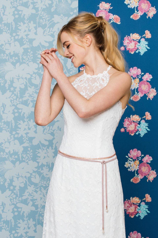 Figurbetontes Brautkleid mit coolem Gürtel