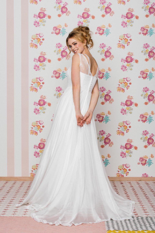 Brautkleid mit Trägern von hinten