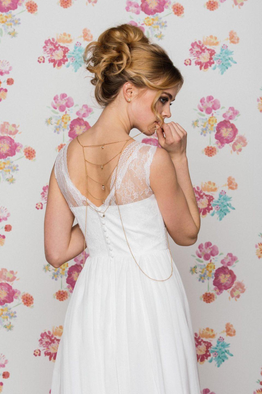 Hochzeitskleid mit Trägern und V-Ausschnitt hinten