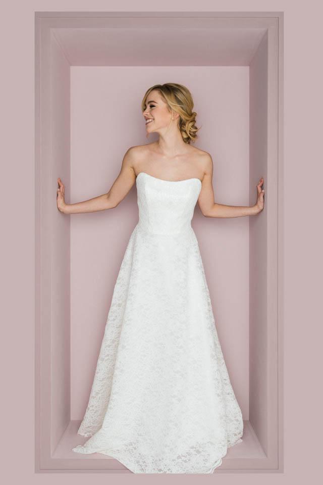 Schulterfreies Brautkleid mit femininer Corsage in toller Spitze – Smilla