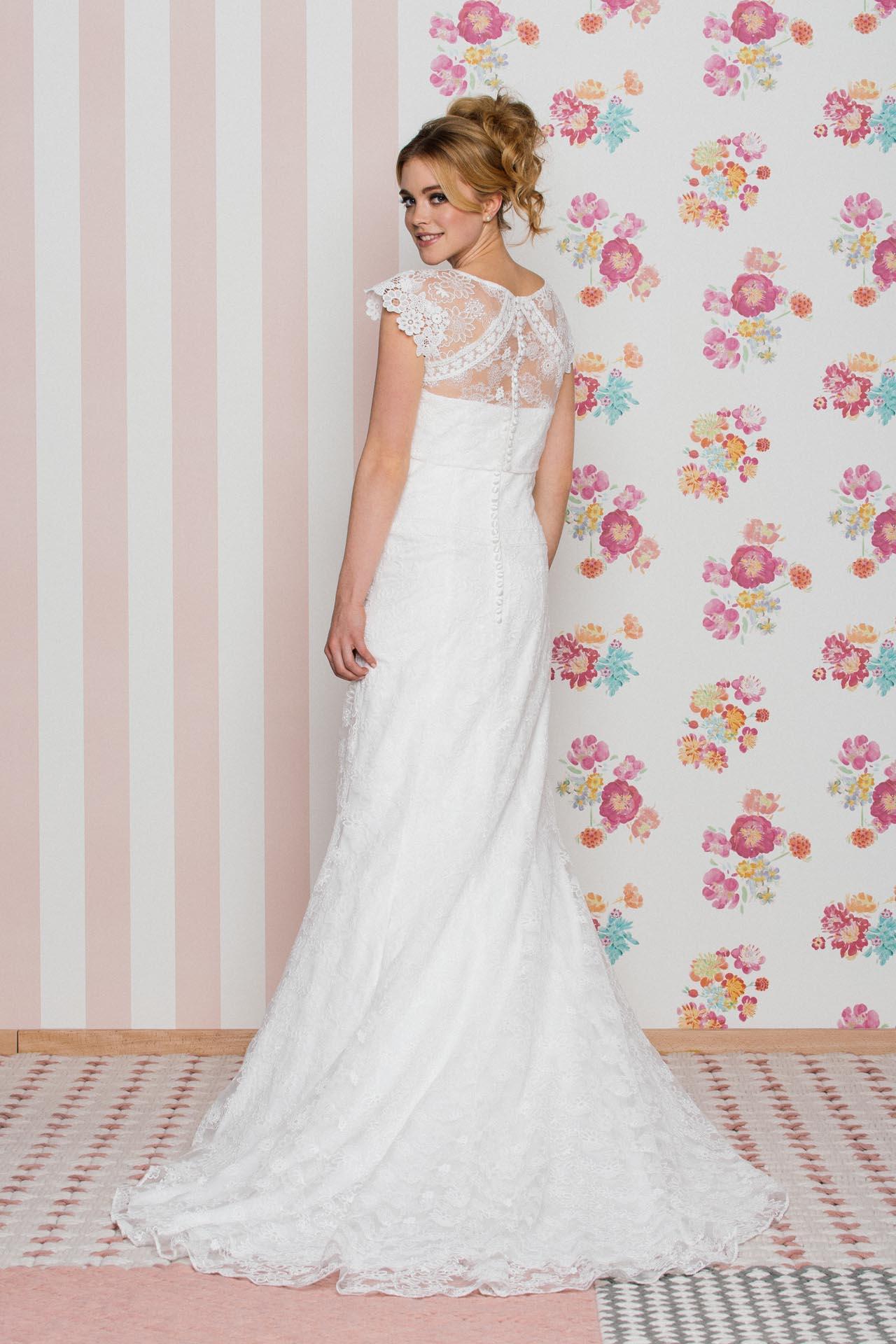 Fit and Flare Brautkleid mit Herzausschnitt und schönem Spitzenmix