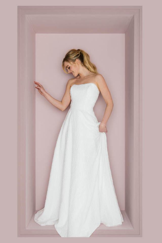 Trägerloses Hochzeitskleid mit besonderer Kügelchenspitze – Trudi