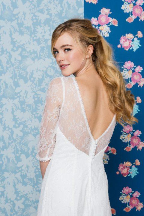 rückenfreies Brautkleid mit 3/4 Arm
