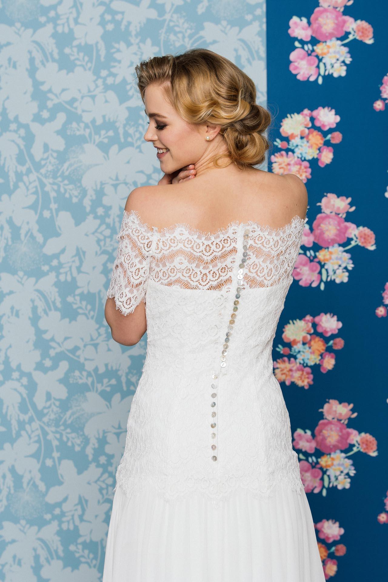 Sexy Brautkleid mit verführerischem Beinschlitz im Seidenrock · küss ...