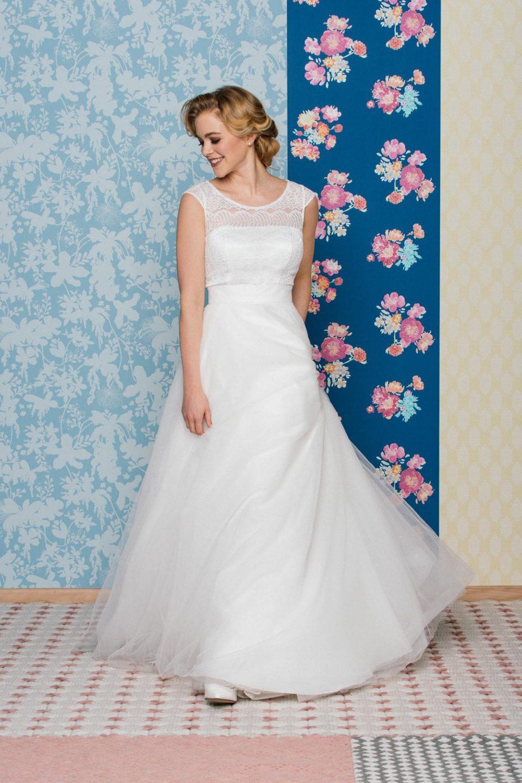 Brautkleid 50er Jahre Stil Mit Transparenter Schulter Flugelarm