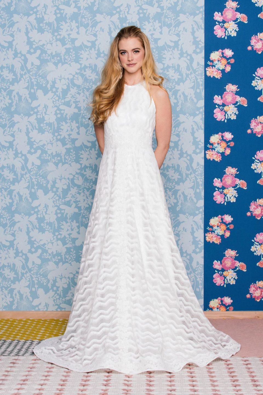 19b92914245 Unsere liebsten A-Linien Hochzeitskleider. A-Linien Brautkleid mit 70er  Jahre Spitze