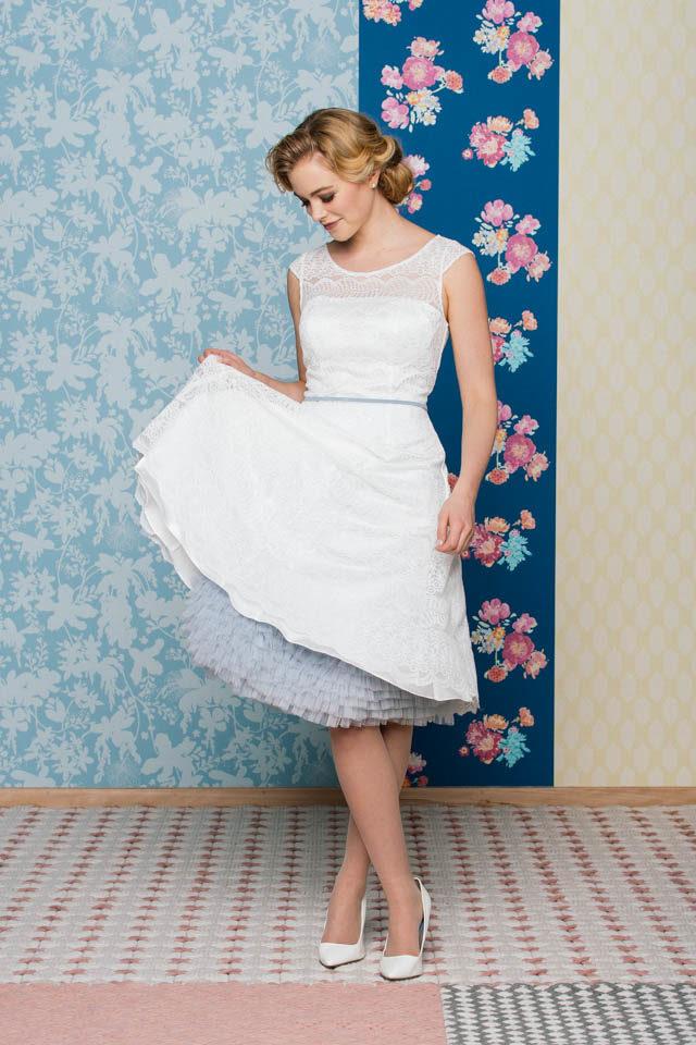Brautkleid im 50er Jahre Stil – transparente Schulter & Flügelarm – Bibi