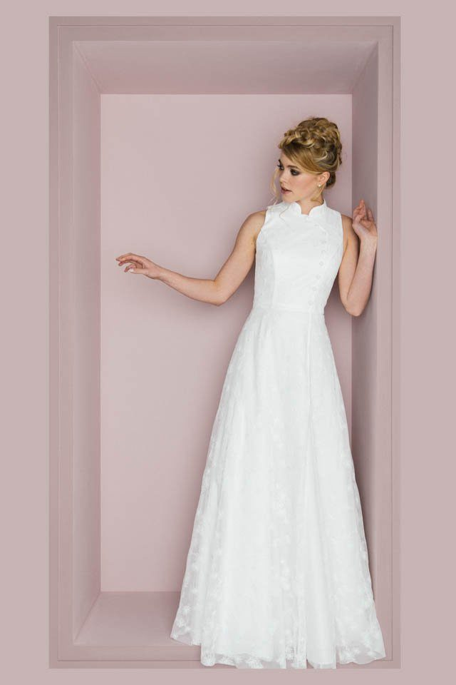 Brautkleid mit Stehkragen im Asiastyle – asymmetrisch & toll – Wenke