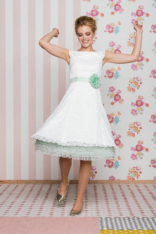 Kurzes Petticoat-Brautkleid