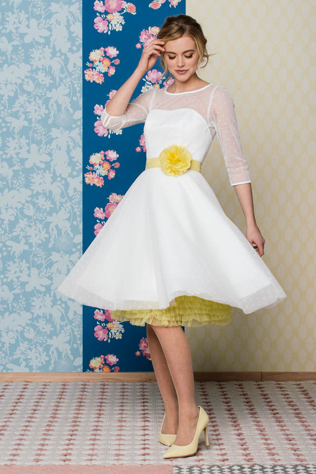 kurzes Standesamtkleid mit Petticoat